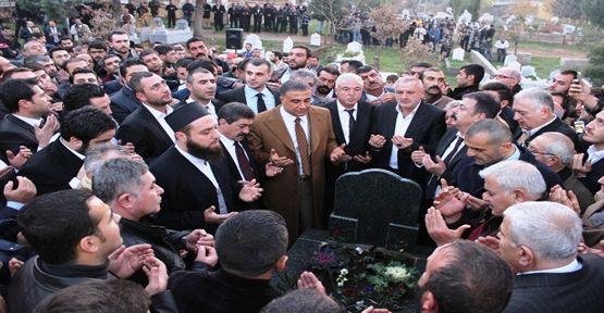 Sedat Peker avukatının mezarını ziyaret etti