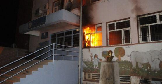 Cizre'de 3 okula molotoflu saldırı