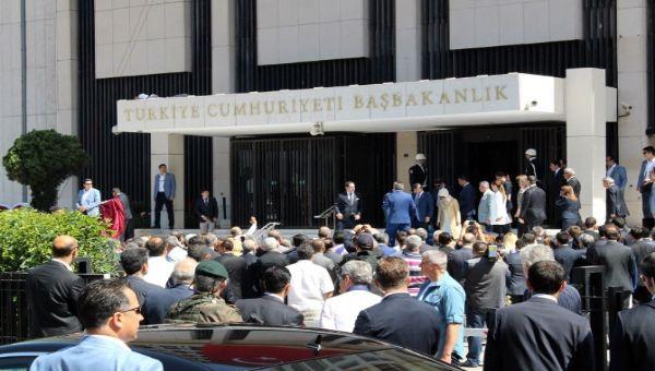 Davutoğlu, İzmir Başbakanlık Ofisi'ni açtı